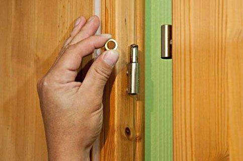 Снятие дверного полотна с