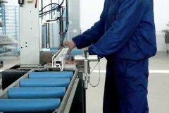 Установка і фіксування сталевого вкладиша в профіль
